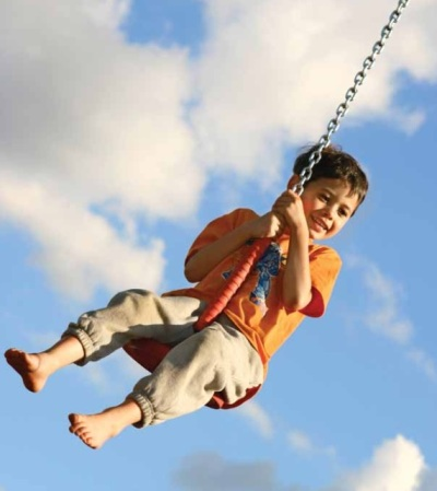 Child_swinging