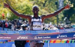 Wilson-Kipsang-of-Kenya-celebrates-as-he-hits-the-tape-to-win-the-mens-division-of-the-the-44th-annual-New-York-City-Marathon-in-New-York-Sunday-Nov